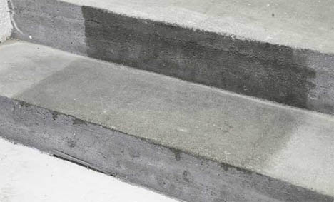 Male betonggulv ute