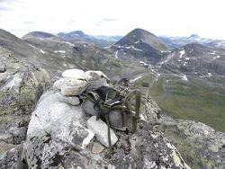 43 Fra toppvarden på Trollhøtta, fra venstre Fruhøtta, Snota, Rognnebba, Botnebba med Neådalssnota bak