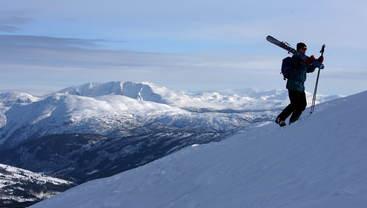 På skitur i fjellet i Sogndal