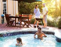 Det er ikke alle forunt å ha eget badebasseng – men om du har - så vil du jo gjerne at vannet skal se fristende og innbydende ut.
