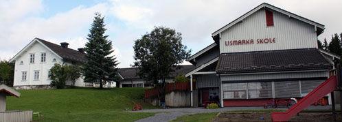 Lismarka skole ligger i landlige omgivelser i Nordre Ringsaker