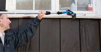 -Det er den mekaniske skrubbingen som fjerner skitten - å bare påføre vaskemiddel er ikke nok, sier Enrico Bastiani i Nordsjö.