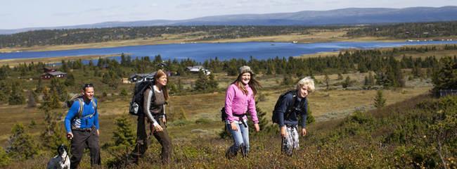 Familie på tur på Sjusjøen.