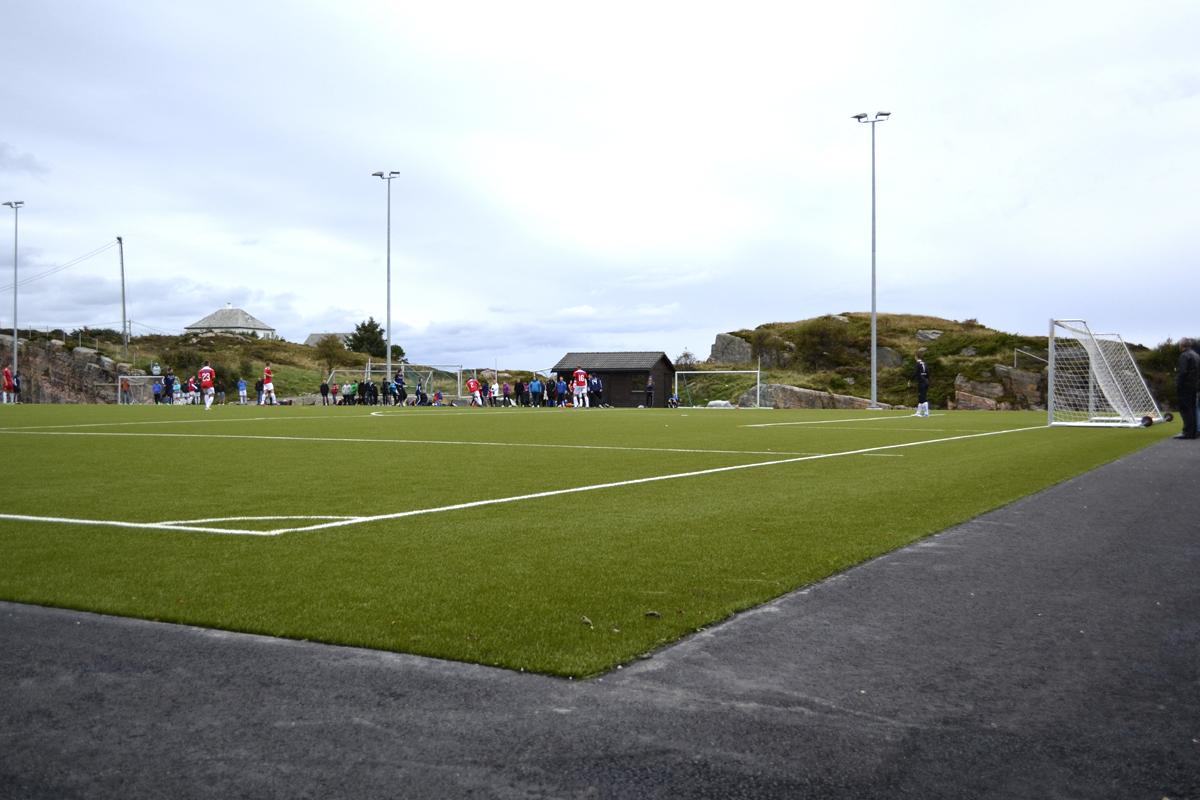 Kamp på fotballbana[1].jpg
