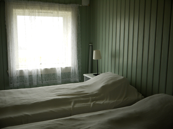 Soverom i Fyrvaktarbustaden ved Hellisøy Fyr
