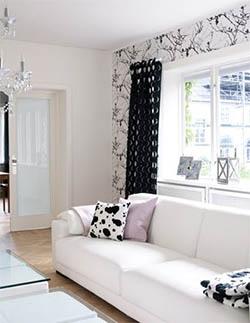 Sort og hvitt, matt og blankt, maling og tapet - kontrastene er mange, men farge- og materialbruken konsekvent..jpg