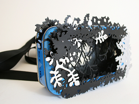 Anna Talbot_Black Vichy_kakeboks, eloksert aluminium, sølv, silketråd, stål og lakk_ 12x16x4cm_2012.