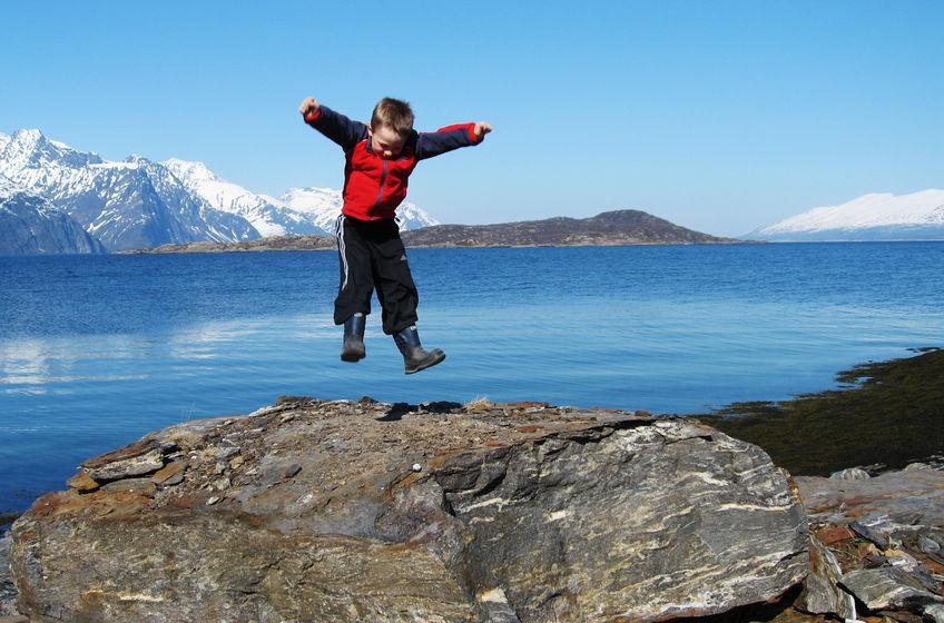 Hoppende glad på Årøya