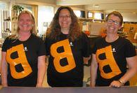 Bilde av de bibliotekansatte pr juni 2014, fra venstre Tone, Unni og Nina