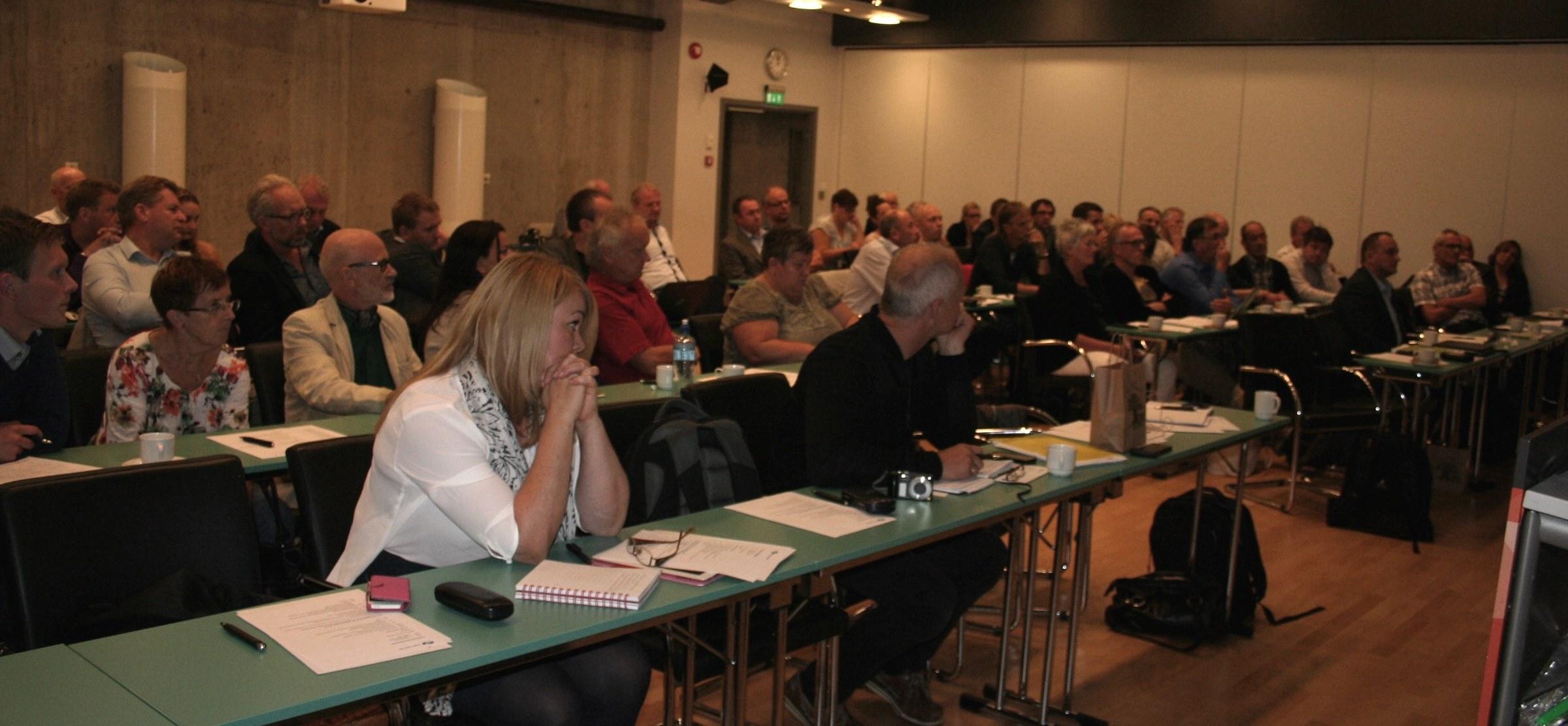 Felles formannskapsdag 5.9.2014 deltakarar.jpg
