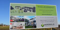 Reklameskilt for boliger på Vallejordet