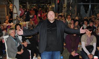Odd Arne Halaas og damene_690x413