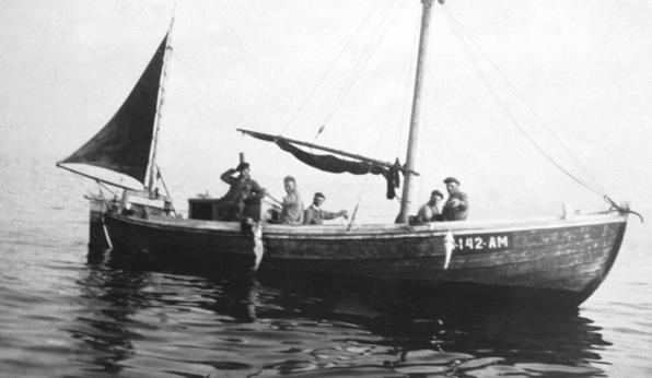 Fiskebåt med motor og segl