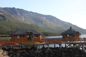 Kai-med-to-grillhytte-og-annen-hytte.jpg