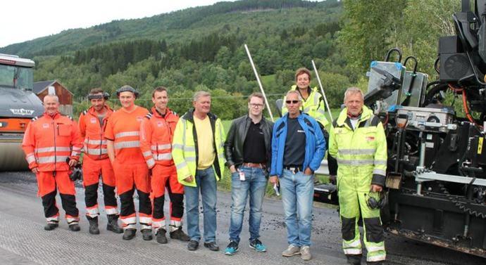 Asfaltarbeidere og Ap-folk_690x449