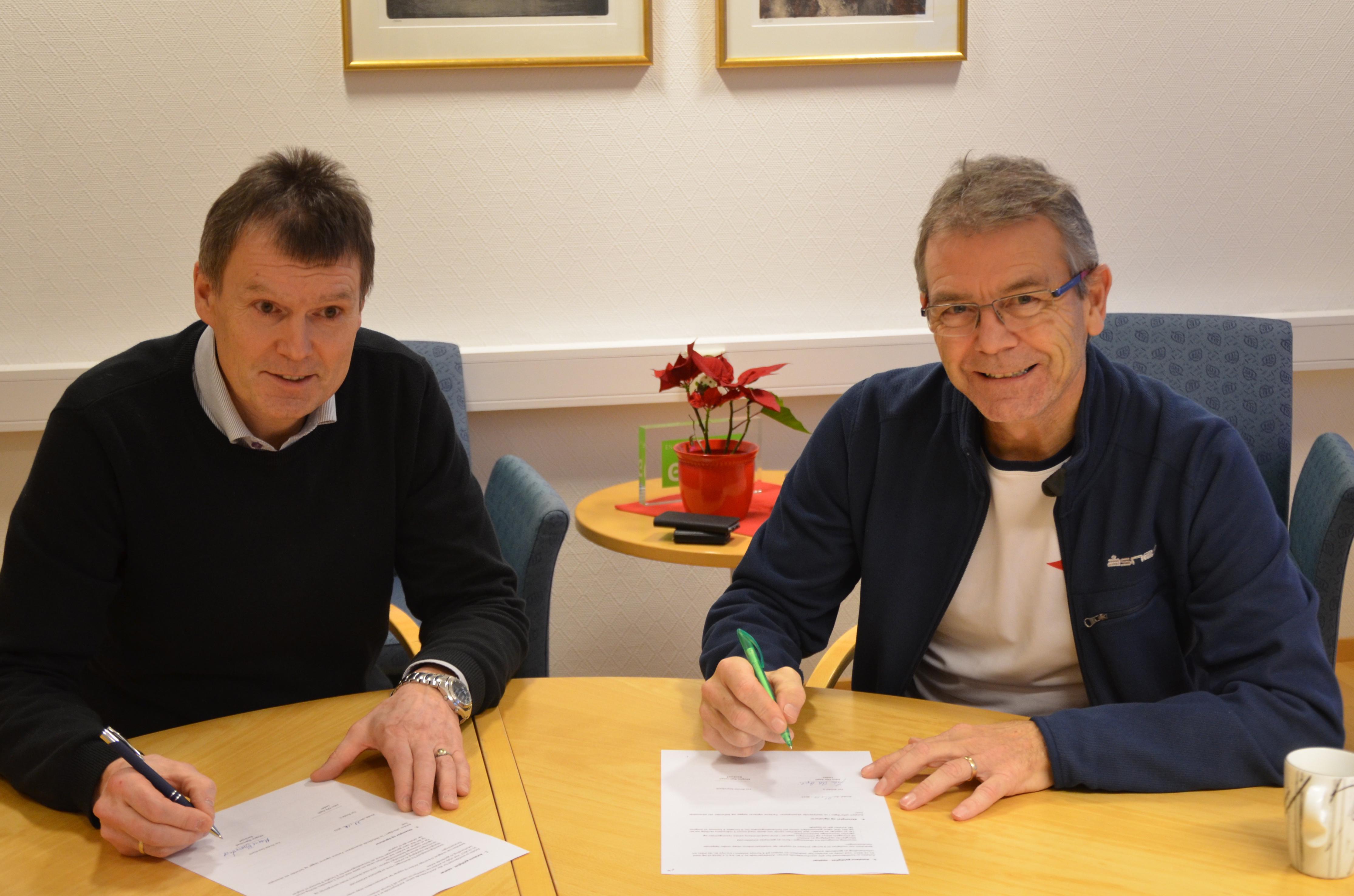 Signering generalspo#DFD071.jpg