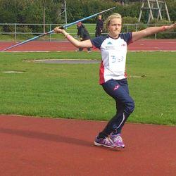 Friidrettskolleksjon: Mathilde i Run T-skjorte og Trainer overtrekksbukse