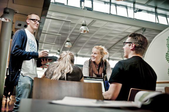 Går du på kurs og Treffpunkt i regi av Etablerersenteret lærer du å takle noen av utfordringene du møter som gründer. Du skaffer deg og et nyttig nettverk – det er gull verdt.