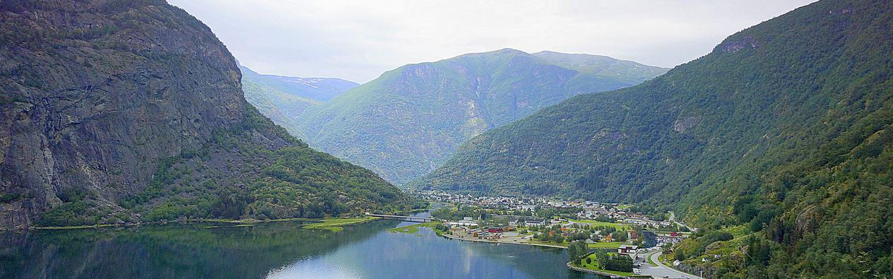 Foto Roy Trulssen - Lærdal med utsikt frå Raudberg