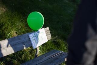 benk med ballong.jpg