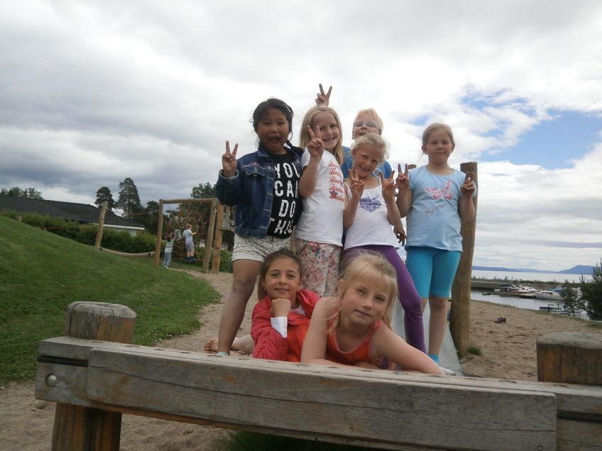 SFO - barn på tur til stranda i fint vær