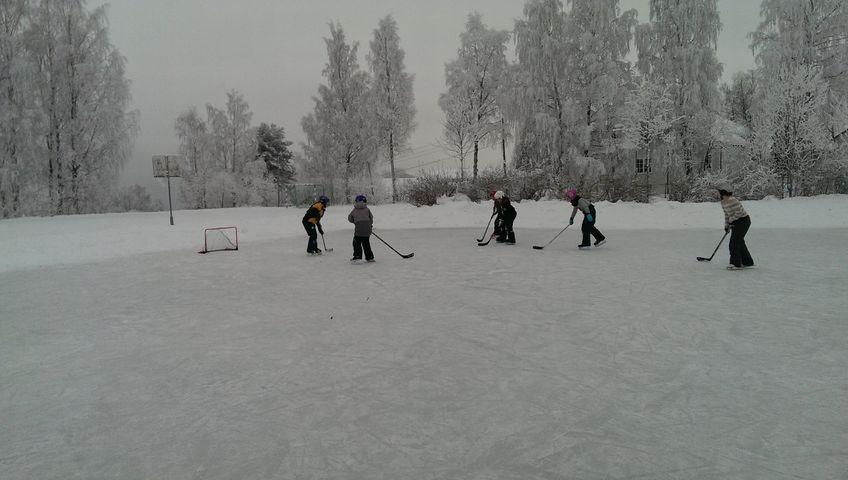 Barn som spiller icehockey