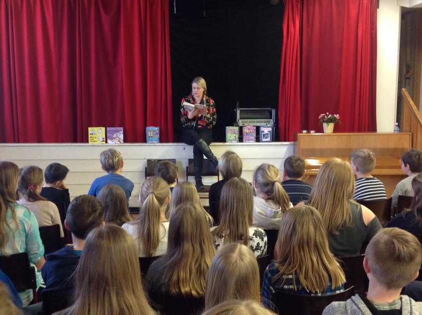 Forfatter Nina Grøntvedt på besøk hos 5., 6. og 7. klasse