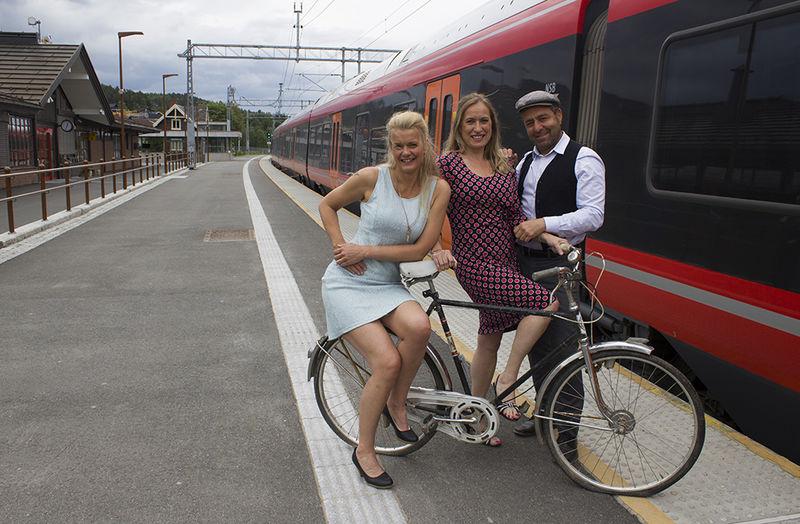 Arrangører på togperrongen.