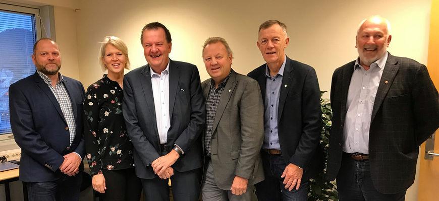 Inge Ryan med rådmenn og ordførere