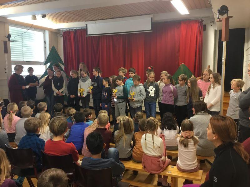 6. og 7. trinnslagene ble behørig feiret på Stavsberg skole etter de gode resultatene i First Lego League.
