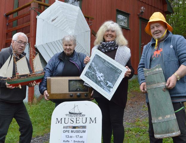 000 FOTO a Styret v Museet b
