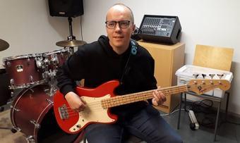 Rune Dalager på el-bass