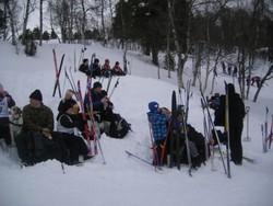 Mange koset seg ute i snøen.