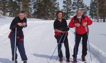 Fornøyde turgåer. Fra venstre Harald Solvik, Turid Mostad, Orkdal, og Hallvard Løkholm, Høylandet.
