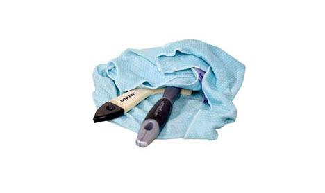 En fuktig innpakning gjør at penselen ikke tørker mens du maler med andre verktøy.