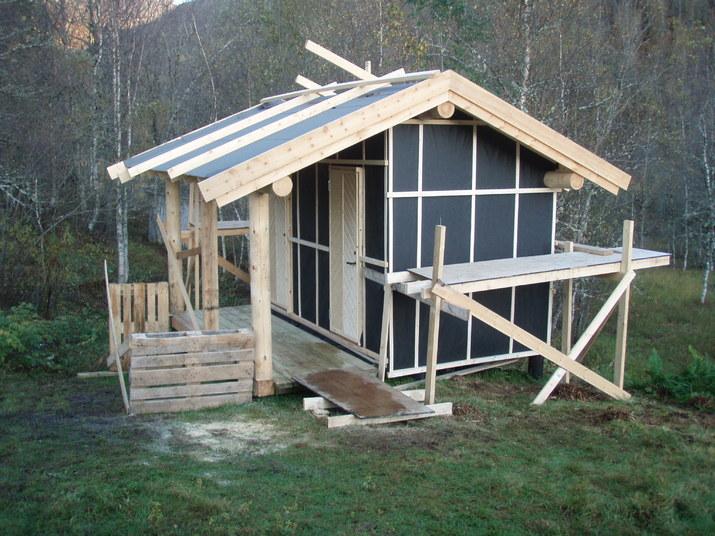 Bygge uthus på hytta