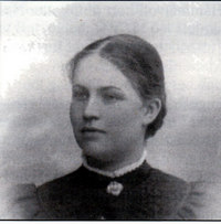 Anna Marie Skjølsvold, f. 20. sept 1880. Her 16 år