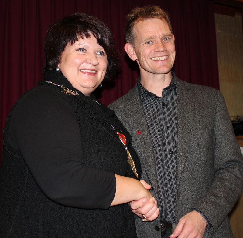Ordfører Anita Ihle Steen og varaordfører Geir Roger Borgedal.