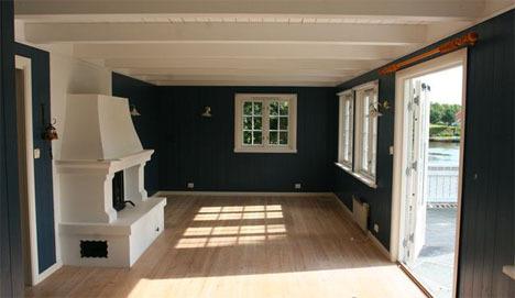Slik var stuen før: mørk og dyster.