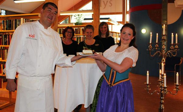 Hai Hang, Elin Linge Hermansson, Mette Westgaard, Durita Brattaberg og Tanja Irene Leine inviterer til Czardasfest på biblioteket.