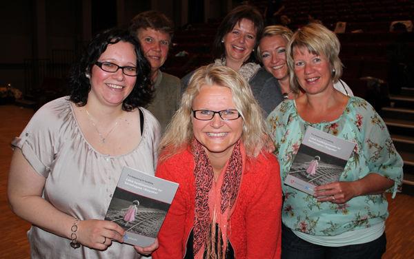 Ivy M. Ludvigsen, Kristin Sæta, Anita G. Tollefsen, Hege B. Kvernvolden, Torhild Kielland og Karianne Stranden er fornøyd med å ha fått utarbeidet handlingsveilederen.