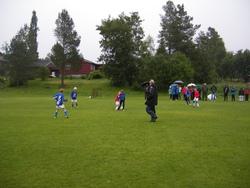 Vått og surt under første kampen til Rindals Fotballs Gutter 11 2, men ingenting å si på innsatsen!