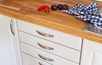 Kjøkkenfrontene må tåle en ordentlig vask. Riktig maling er derfor viktig!