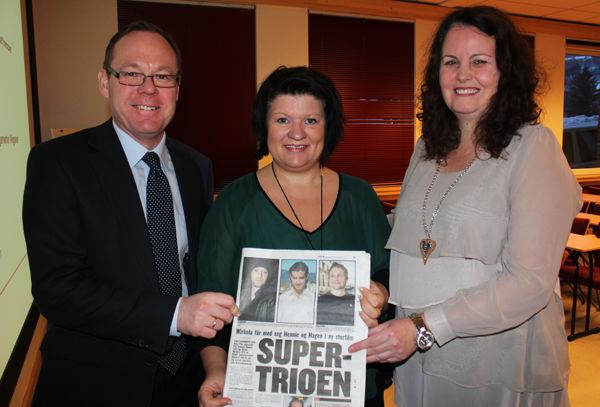 Rådmann Jørn Strand, ordfører Anita Ihle Steen og fylkesmann Sylvia Brustad med oppslaget i VG.