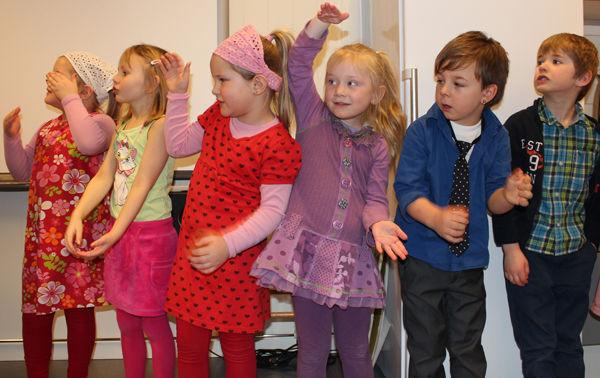Barn som synger i Fagernes barnehage