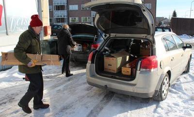 Flyttegeneral Åvar på vei ut i bilen