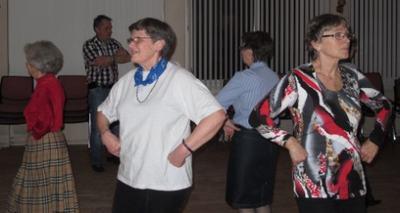 Søskenparet danses med Åse, Per Thorstein, Bjørg, Kristin og Laila.