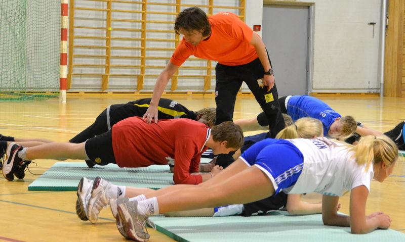 Ungdom har basistrening med Sigurd Pettersen.