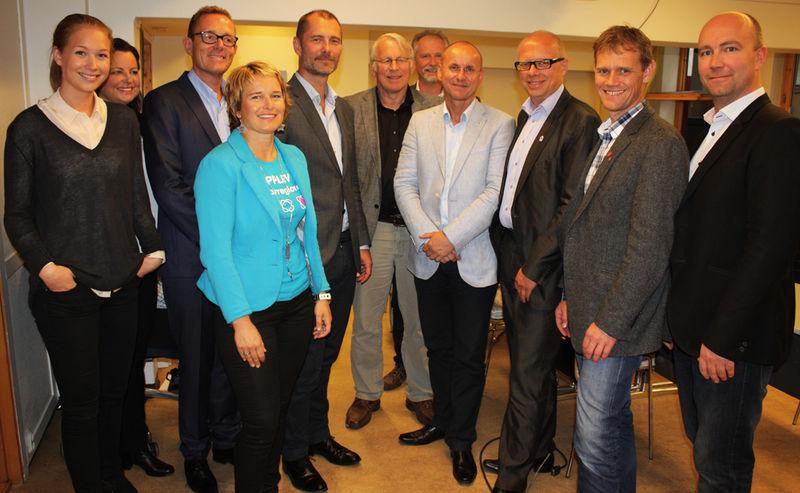 Representanter fra kommunene i regionen, Hamarregionen Reiseliv og Hamarregionen Utvikling sammen med Geelmuyden Kiese.