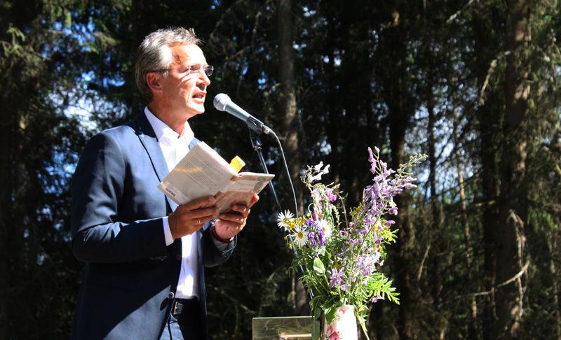 Statsministeren fremførte diktet «Du skal ikke knele».
